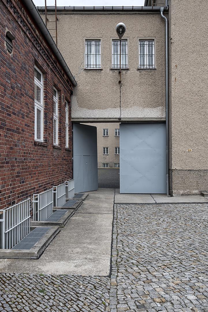 sauerzapfe-architekten-gedenkstaette-hohenschoenhausen-2ba-berlin